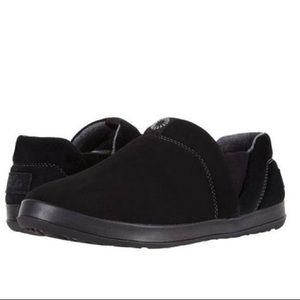 Ugg Hanz Black Suede Slippers